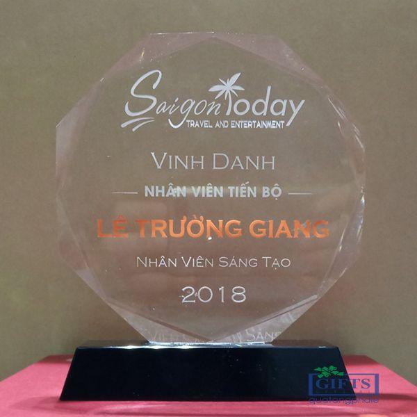 Cúp pha lê - Công ty cổ phần Du lịch và giải trí Sài Gòn Today