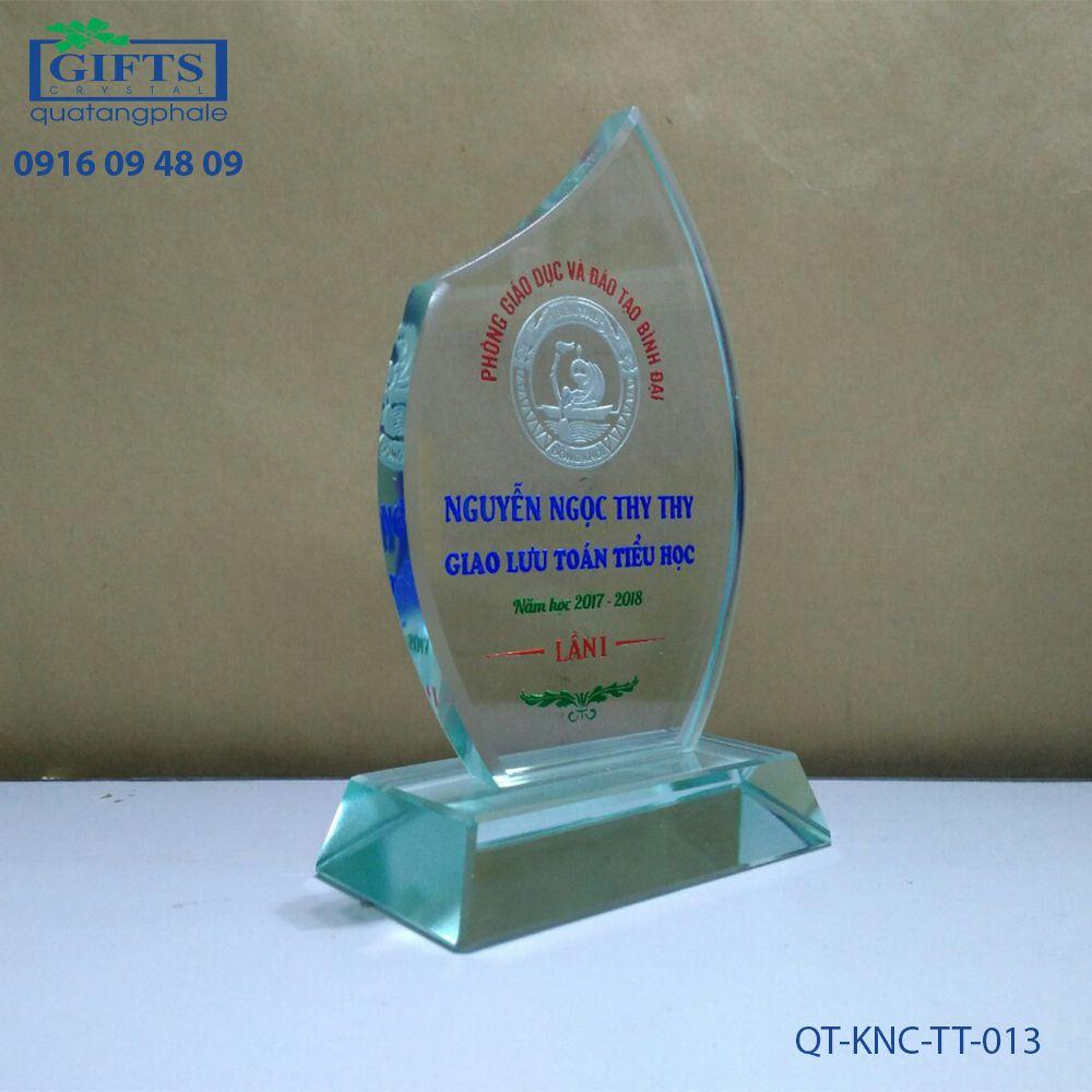 Kỷ niệm chương thủy tinh QT-KNC-TT-013