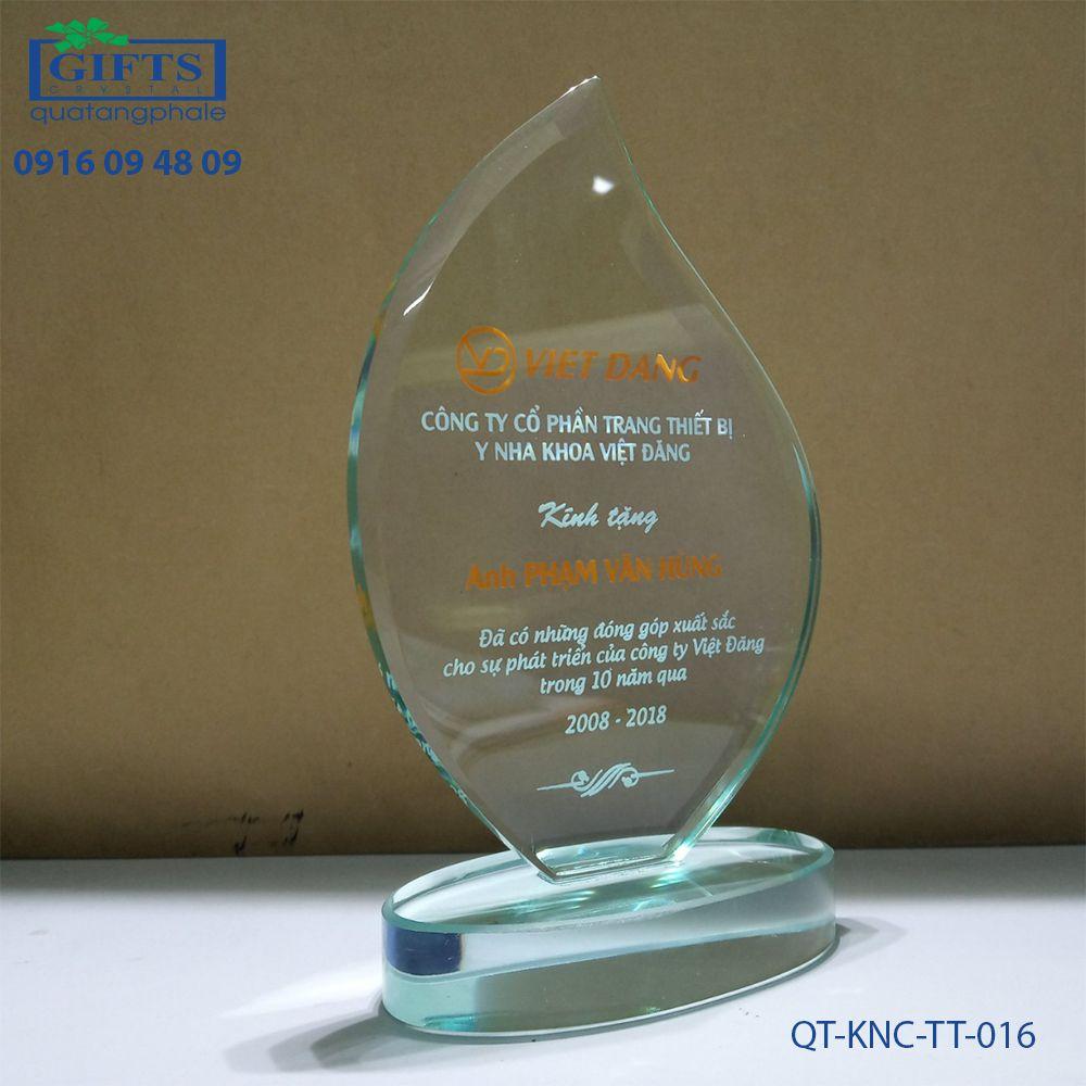 Kỷ niệm chương thủy tinh QT-KNC-TT-016
