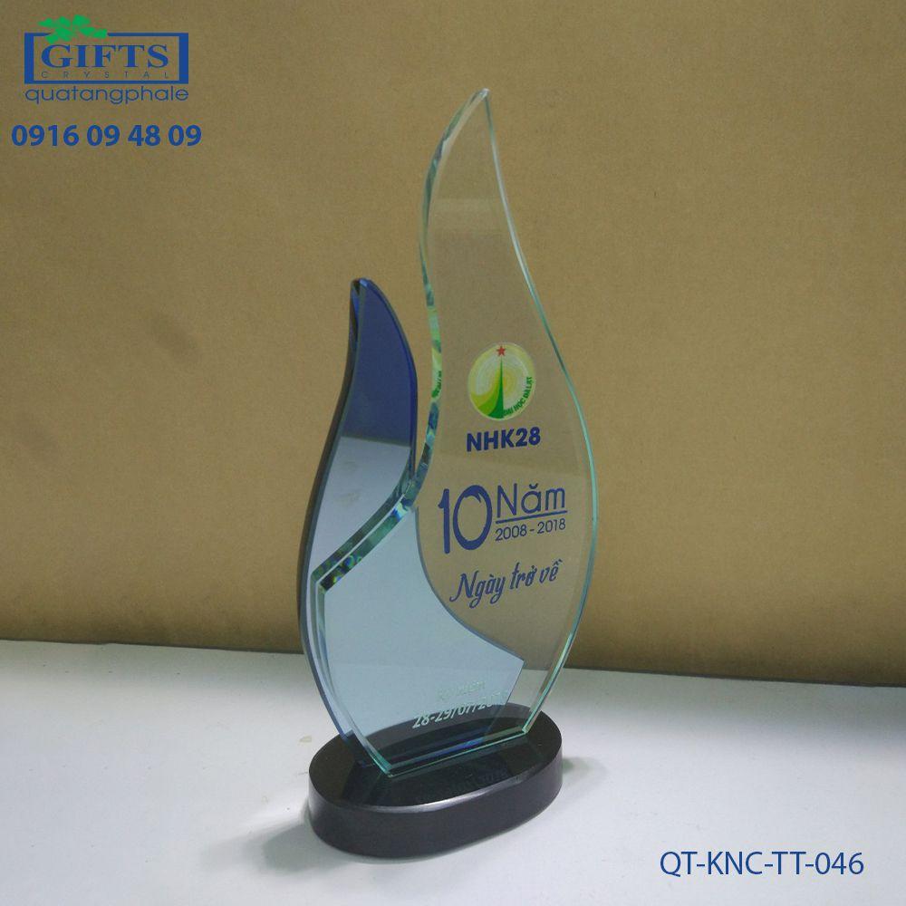 Kỷ niệm chương thủy tinh QT-KNC-TT-046