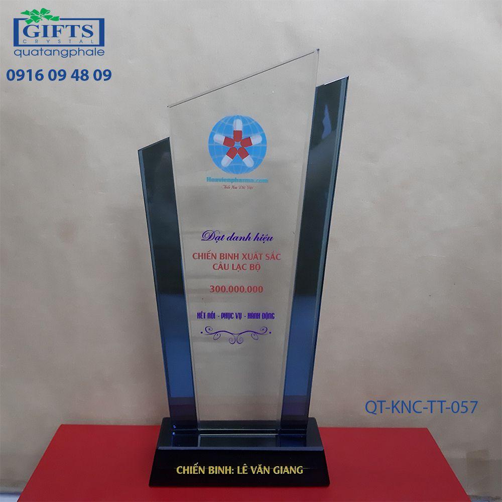 Kỷ niệm chương thủy tinh QT-KNC-TT-057