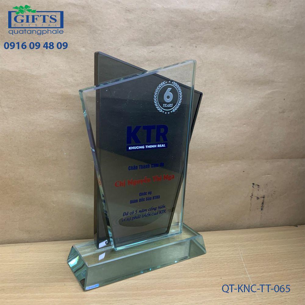 Kỷ niệm chương thủy tinh QT-KNC-TT-065