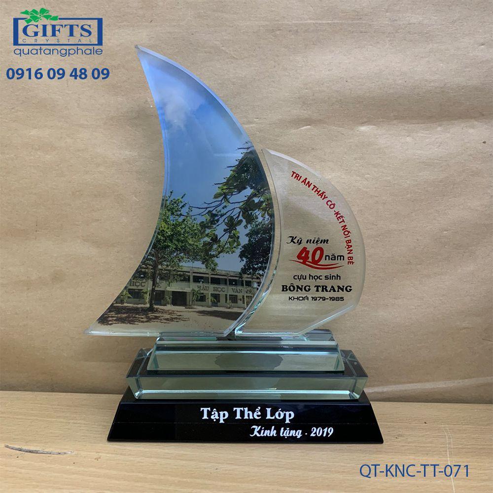 Kỷ niệm chương thủy tinh QT-KNC-TT-071