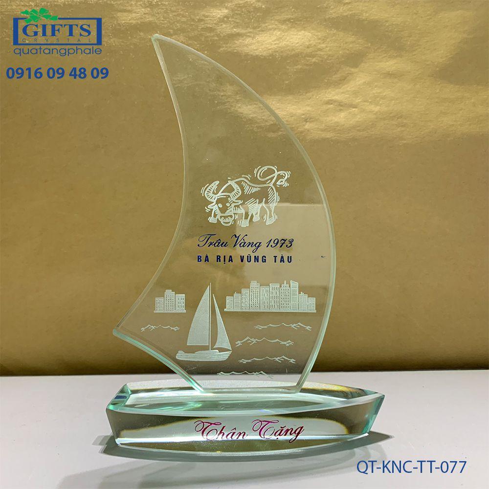 Kỷ niệm chương thủy tinh QT-KNC-TT-077