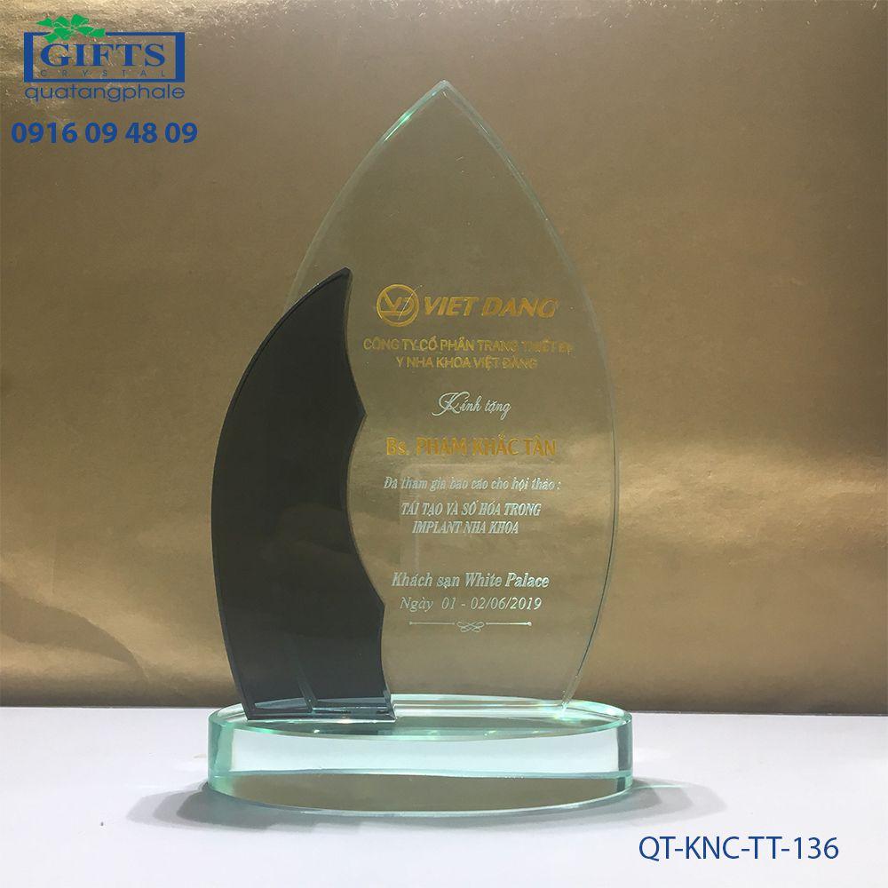 Kỷ niệm chương thủy tinh QT-KNC-TT-136