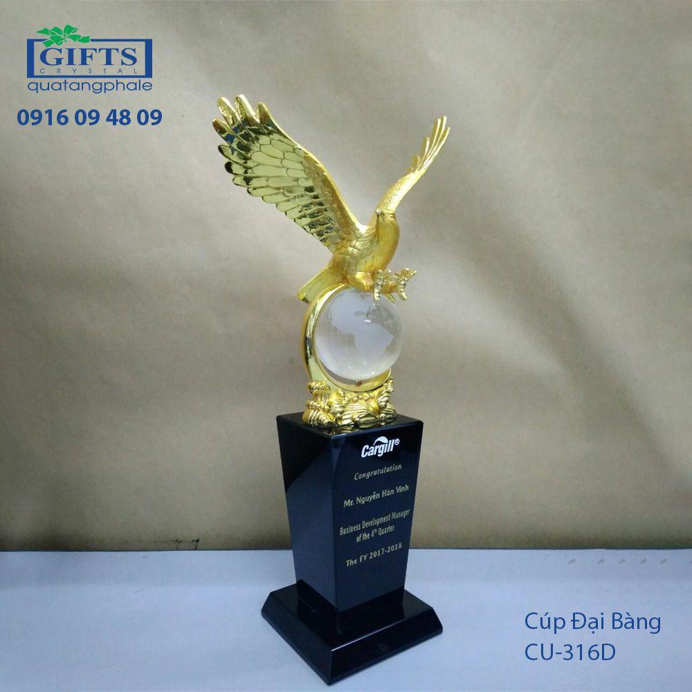 Cúp Pha Lê Trao Giải cu-316d