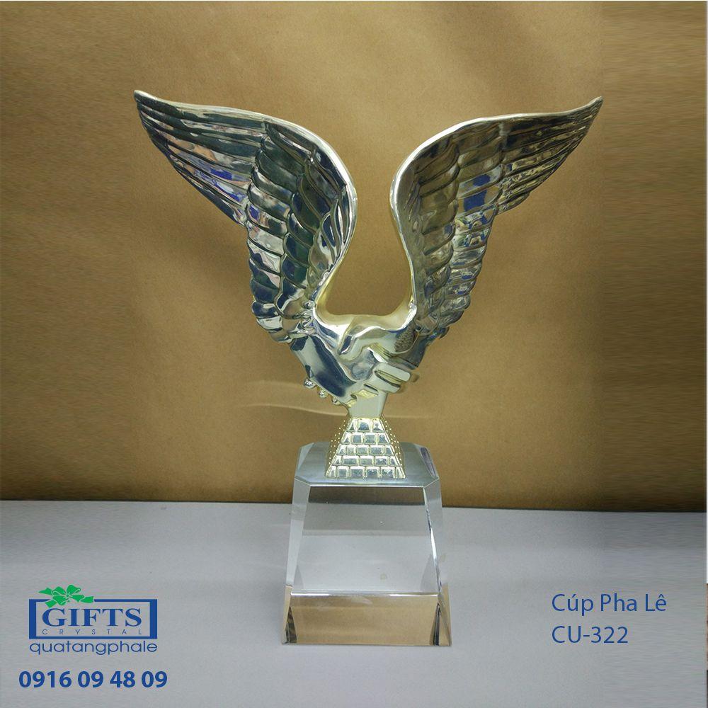 Cúp Pha Lê Trao Giải CU-322