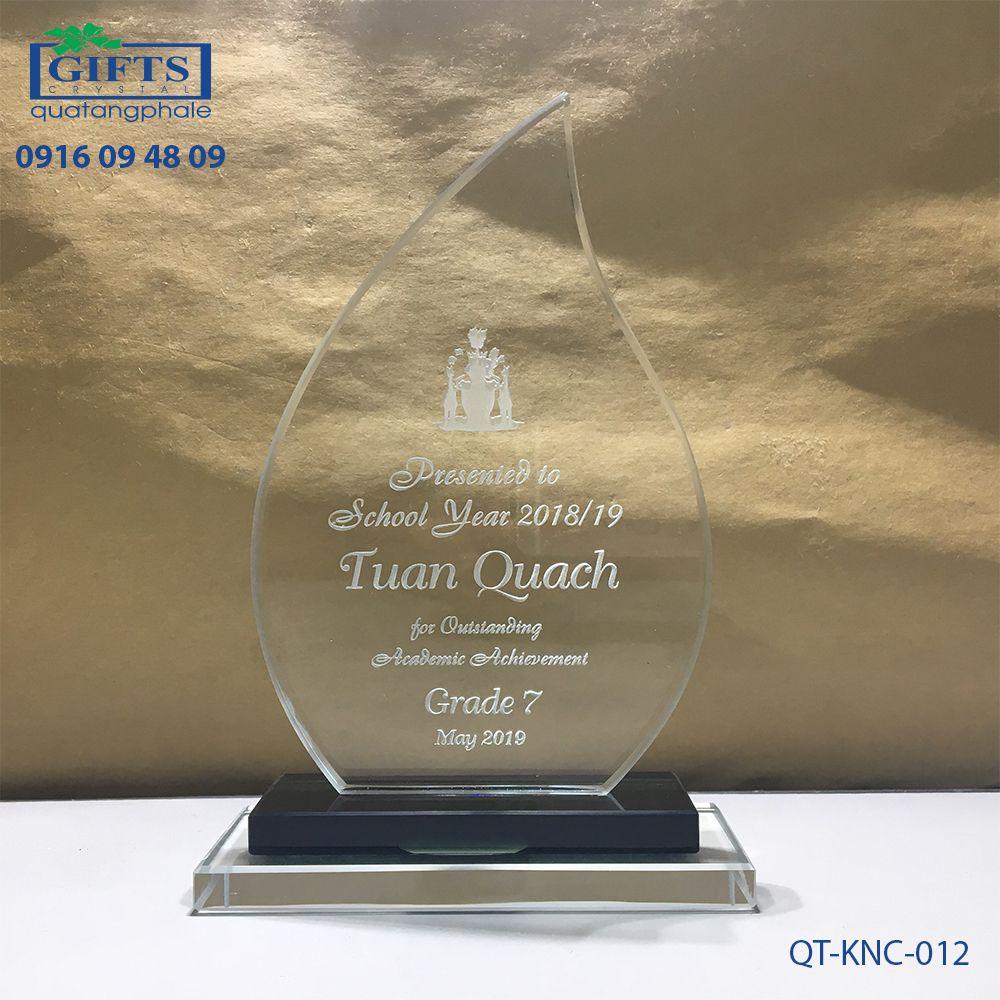 Kỷ niệm chương pha lê QT-KNC-012