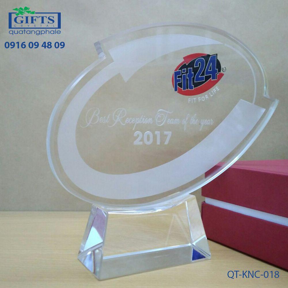 Kỷ niệm chương pha lê QT-KNC-018
