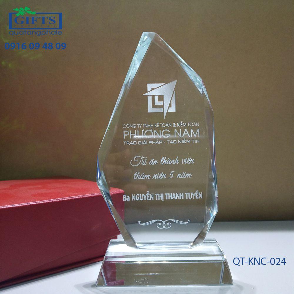 Kỷ niệm chương pha lê QT-KNC-024