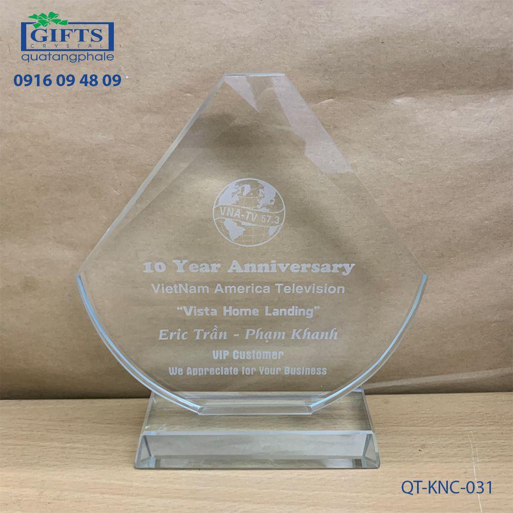 Kỷ niệm chương pha lê QT-KNC-031