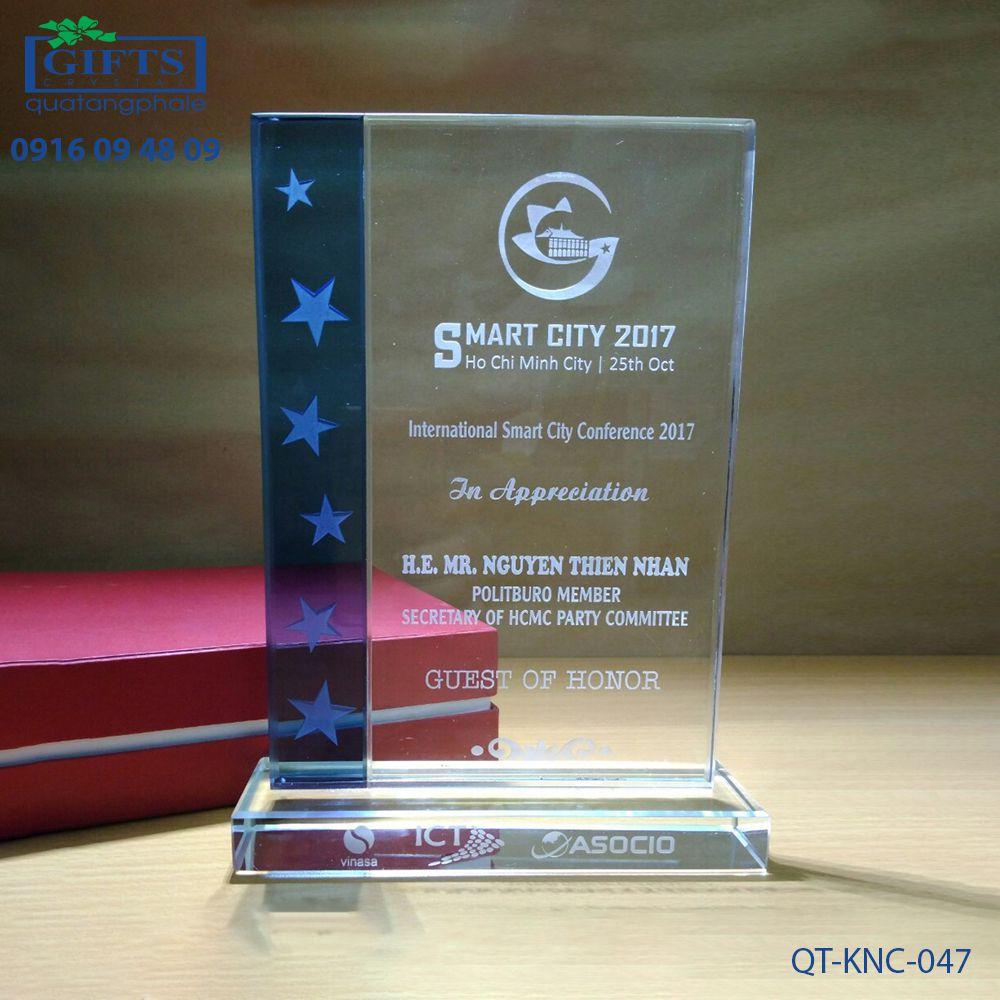 Kỷ niệm chương pha lê QT-KNC-047