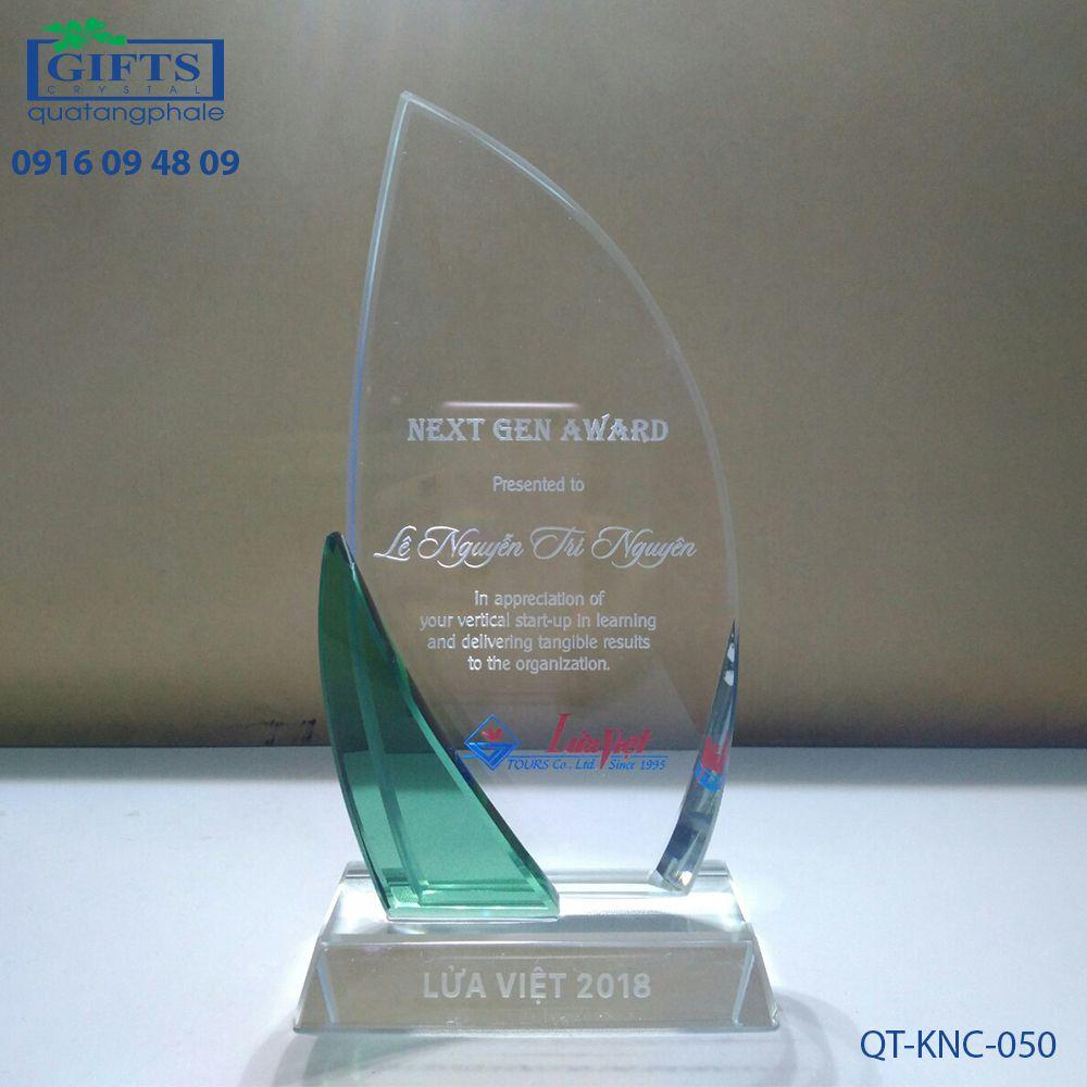 Kỷ niệm chương pha lê QT-KNC-050