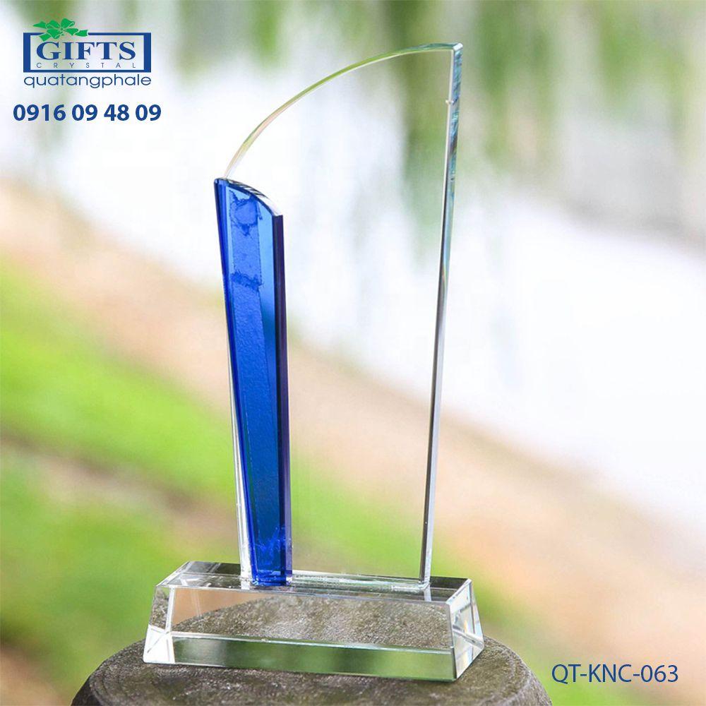 Kỷ niệm chương pha lê QT-KNC-063