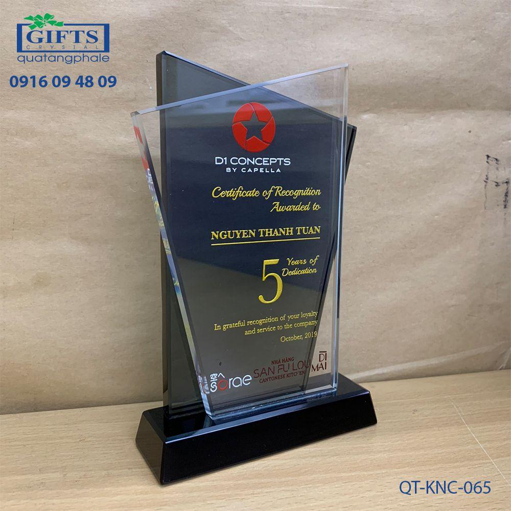 Kỷ niệm chương pha lê QT-KNC-065