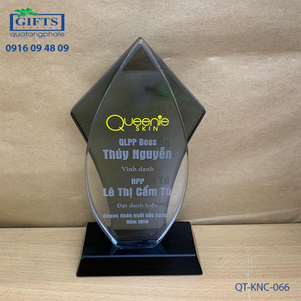 Kỷ niệm chương pha lê QT-KNC-066