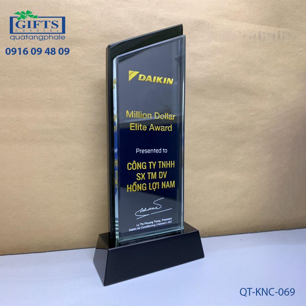 Kỷ niệm chương pha lê QT-KNC-069