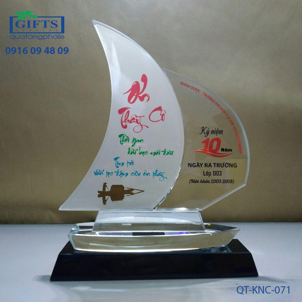 Kỷ niệm chương pha lê QT-KNC-071