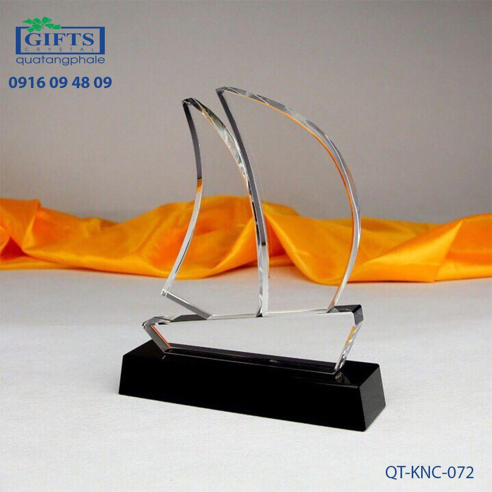 Kỷ niệm chương pha lê QT-KNC-072