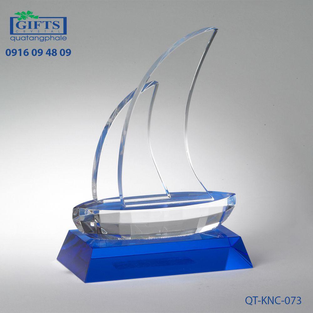 Kỷ niệm chương pha lê QT-KNC-073