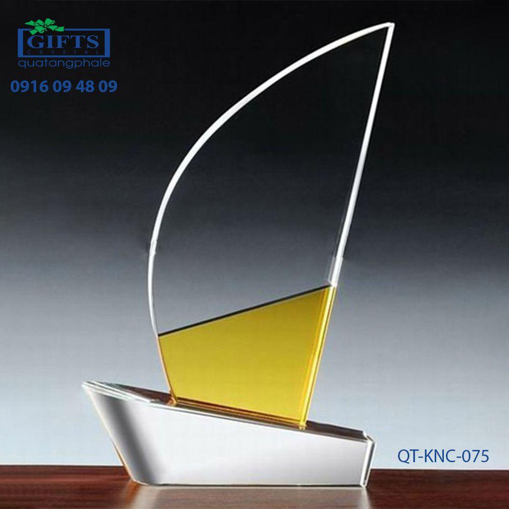 Kỷ niệm chương pha lê QT-KNC-075