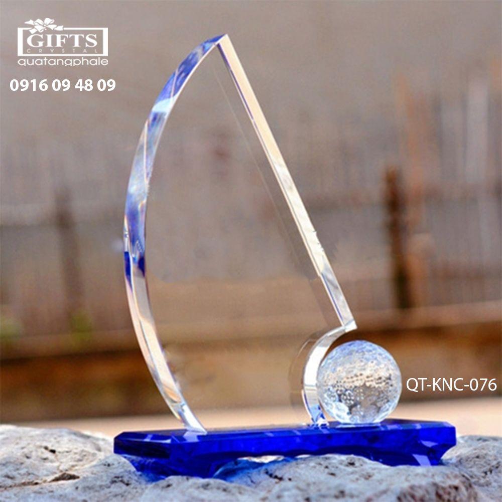 Kỷ niệm chương pha lê QT-KNC-076
