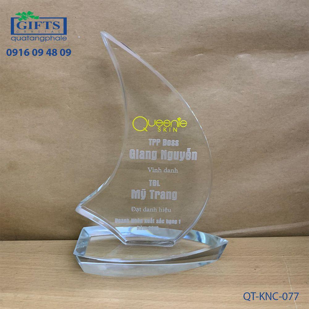 Kỷ niệm chương pha lê QT-KNC-077