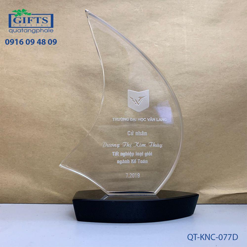 Kỷ niệm chương pha lê QT-KNC-077D
