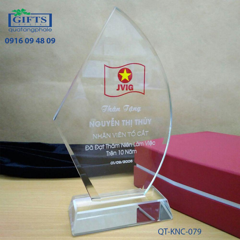 Kỷ niệm chương pha lê QT-KNC-079
