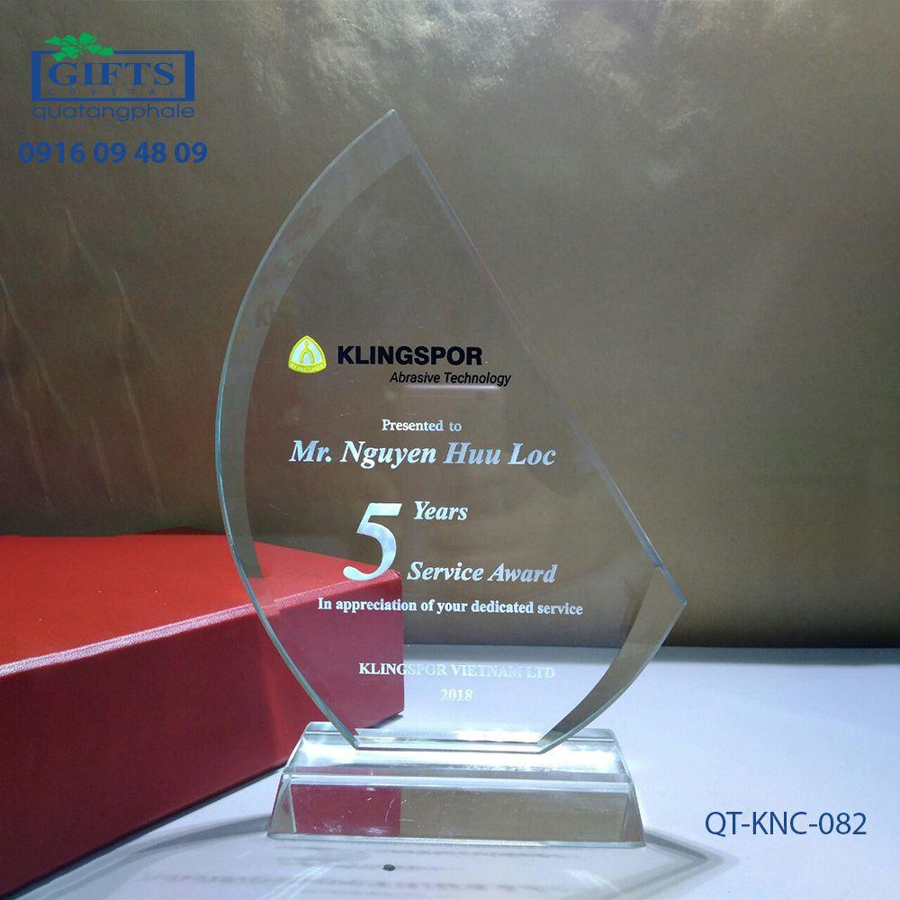 Kỷ niệm chương pha lê QT-KNC-082
