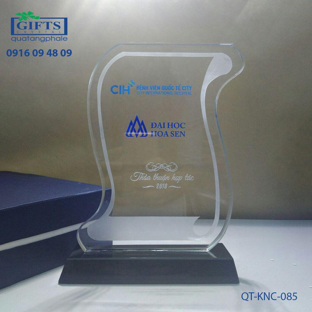 Kỷ niệm chương pha lê QT-KNC-085