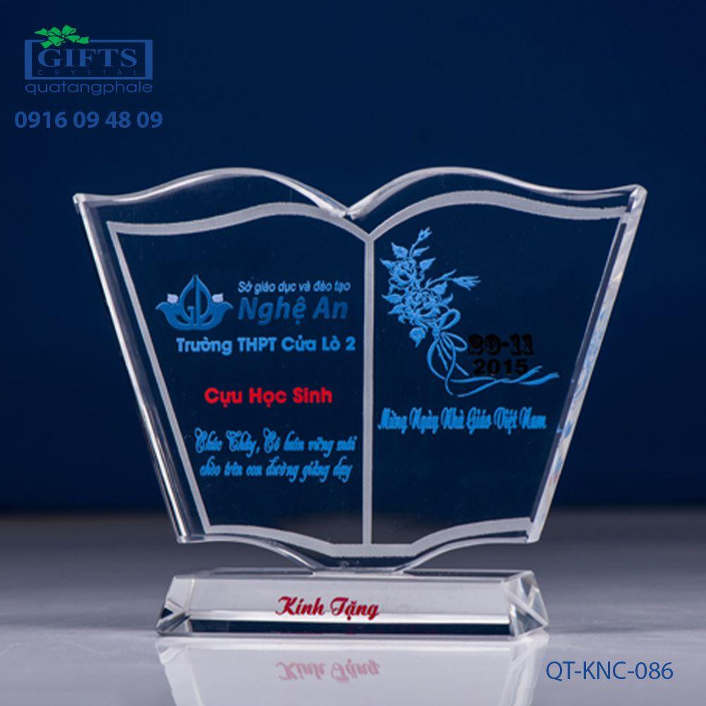Kỷ niệm chương pha lê QT-KNC-086