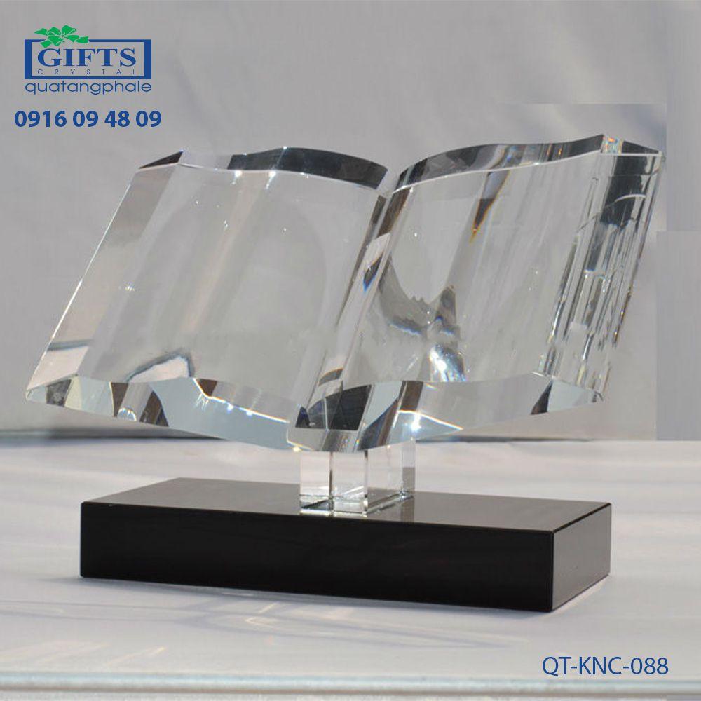 Kỷ niệm chương pha lê QT-KNC-088