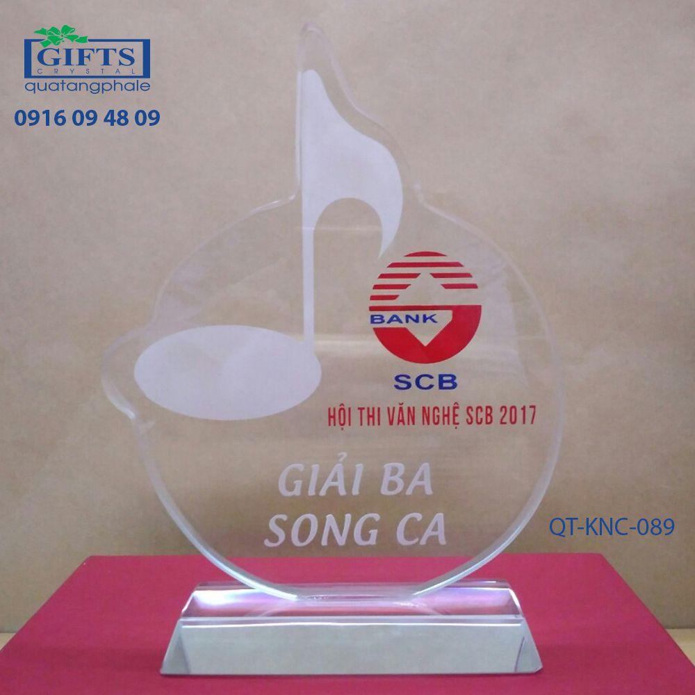 Kỷ niệm chương pha lê QT-KNC-089