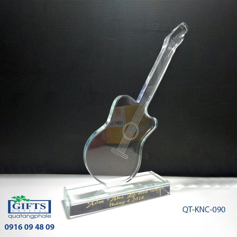 Kỷ niệm chương pha lê QT-KNC-090