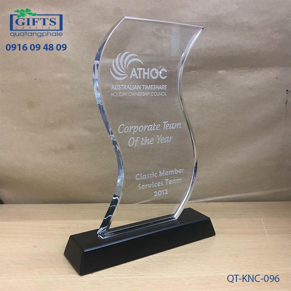 Kỷ niệm chương pha lê QT-KNC-096