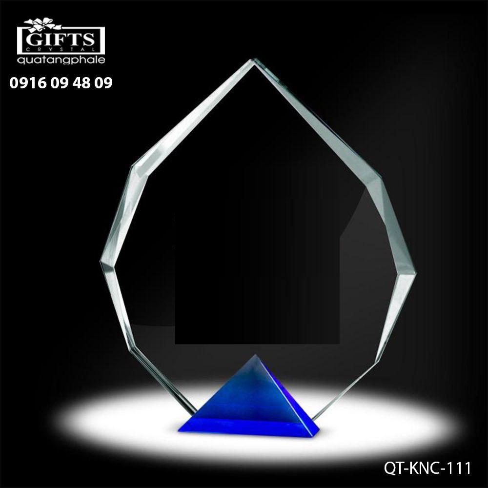 Kỷ niệm chương pha lê QT-KNC-111