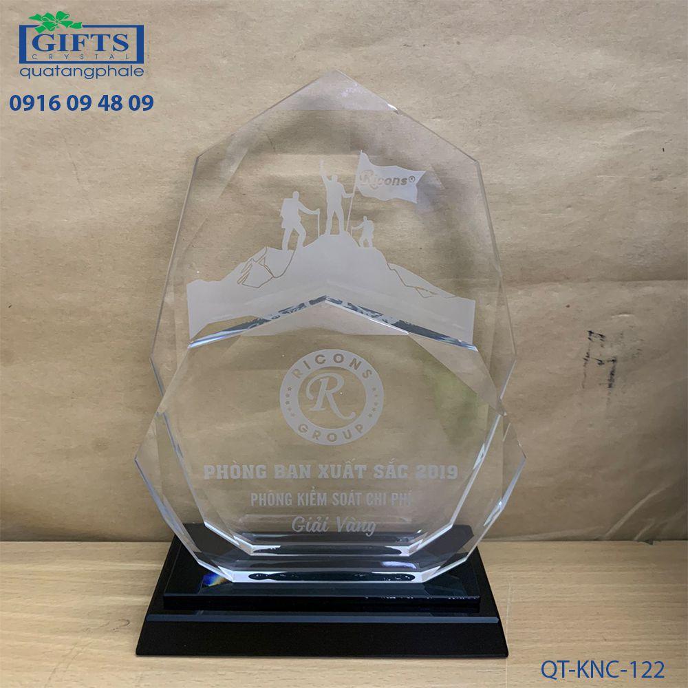 Kỷ niệm chương pha lê QT-KNC-122
