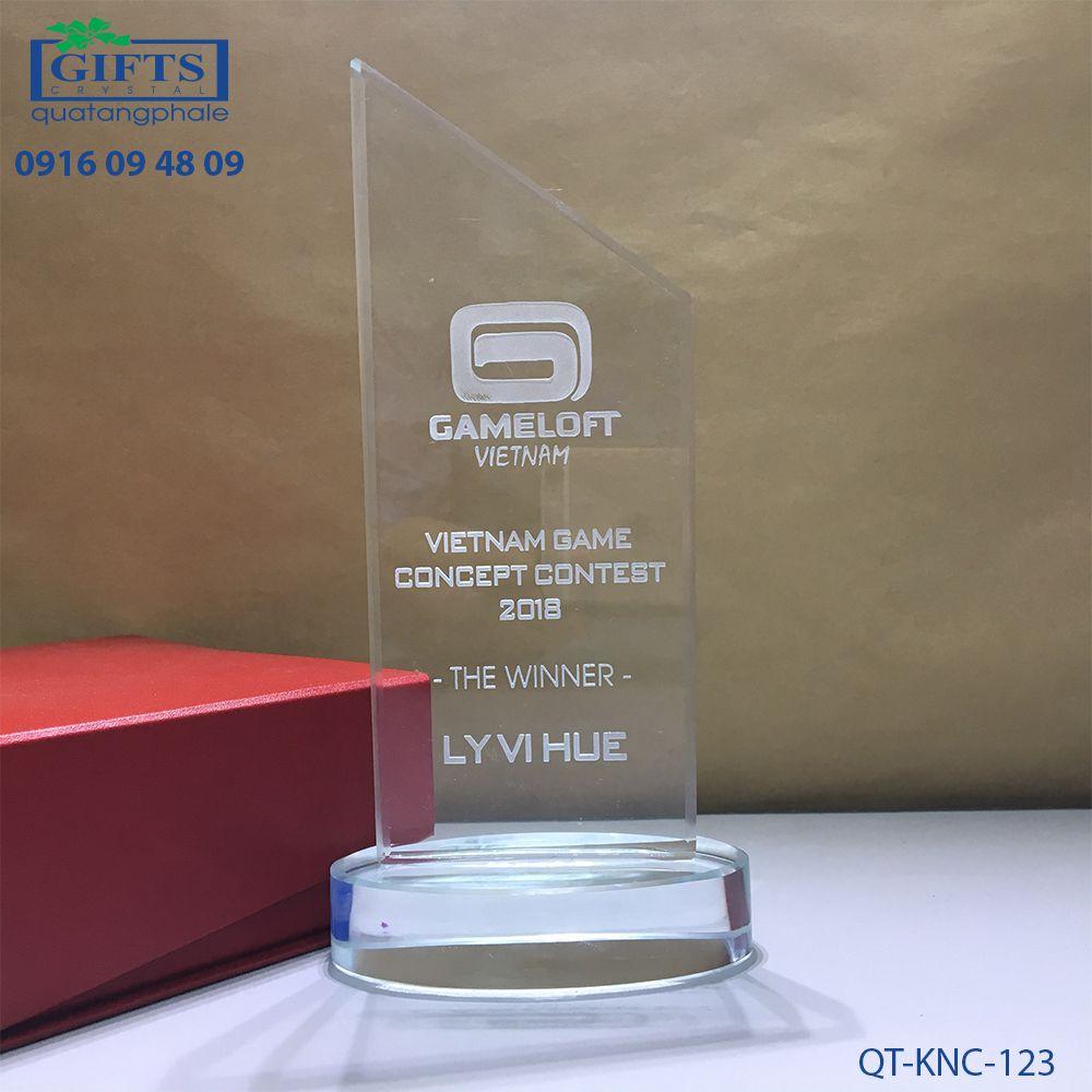 Kỷ niệm chương pha lê QT-KNC-123
