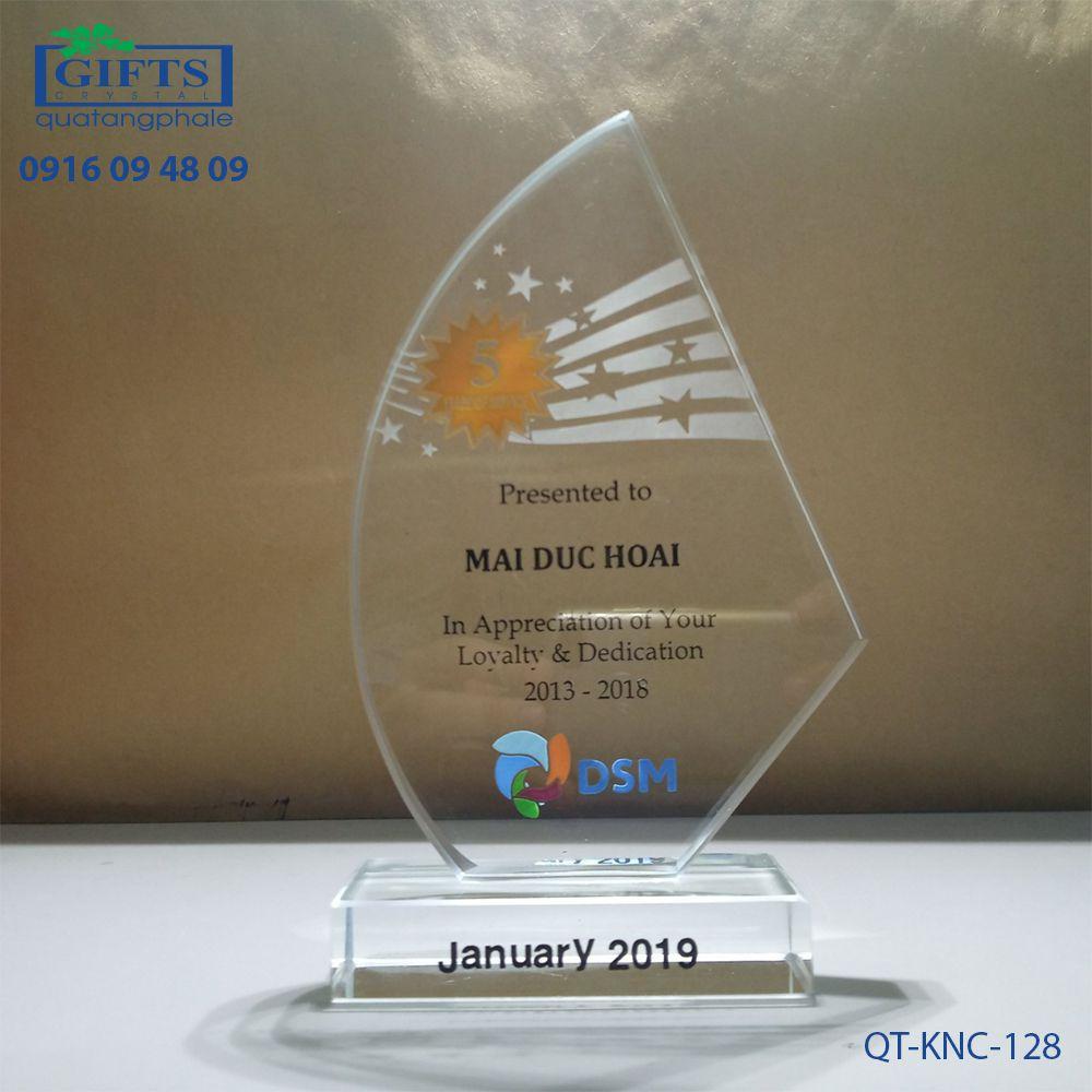 Kỷ niệm chương pha lê QT-KNC-128