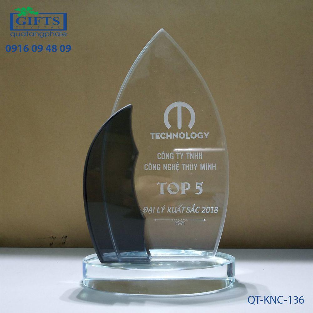 Kỷ niệm chương pha lê QT-KNC-136