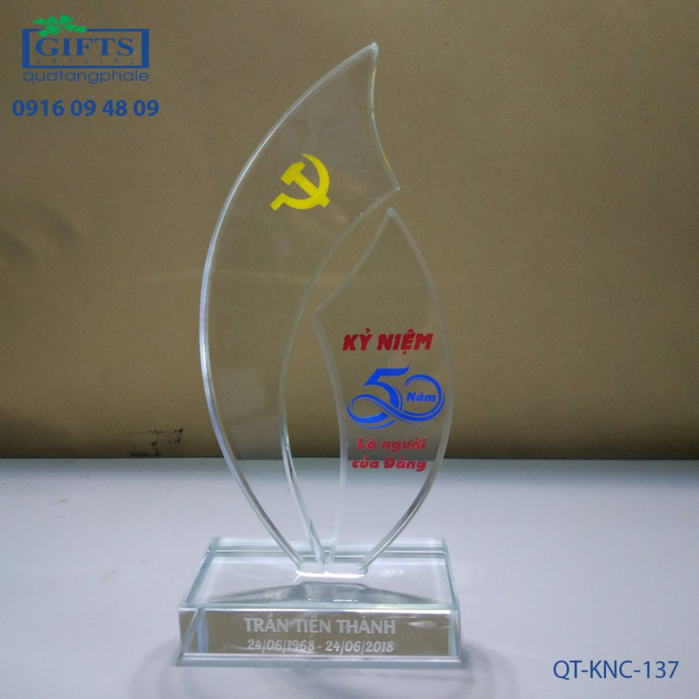 Kỷ niệm chương pha lê QT-KNC-137
