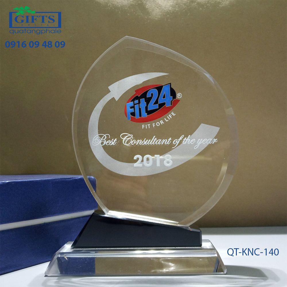 Kỷ niệm chương pha lê QT-KNC-140