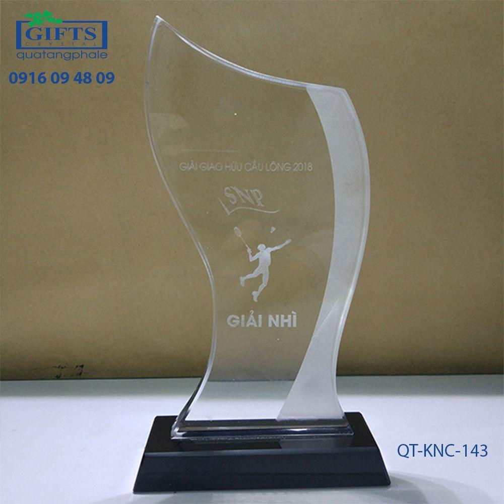Kỷ niệm chương pha lê QT-KNC-143